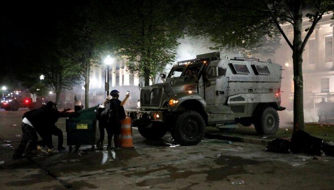 Трамп едет в Кеношу поддержать полицию, хотя его просят этого не делать