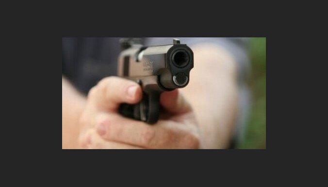 """Полицейский— """"инвалид"""" обещал застрелить посетителя магазина после сделанного ему замечания"""