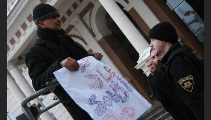 Гинтс Гайкенс проведет пикет у Рижской думы