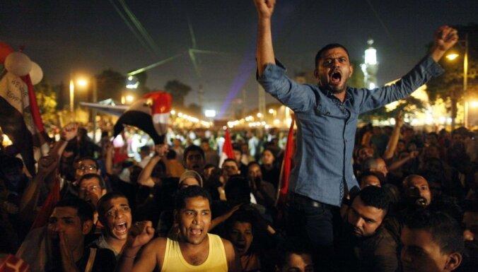 """Египет: свергнутый Мурси задержан, ведется охота на """"Братьев-мусульман"""""""