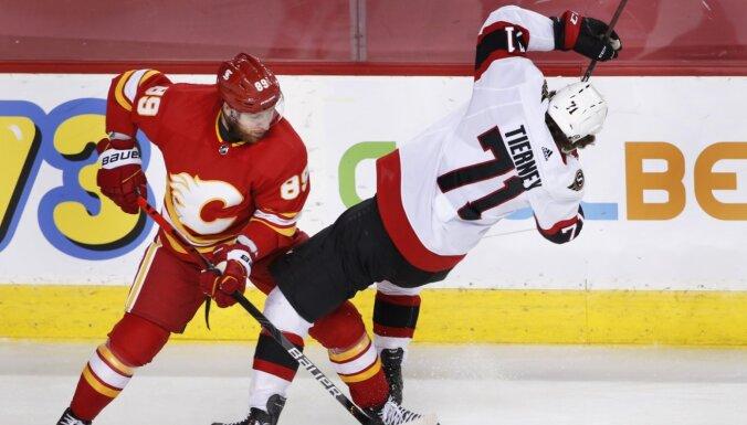 'Flames' pārspēj 'Senators' un saglabā izredzes iekļūt 'play-off'
