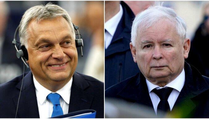 EK sāk procedūru pret Poliju, bet nevērsīsies pret Ungāriju