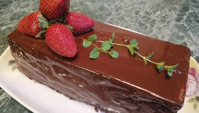 Ļvovas siera kūka ar šokolādes glazūru