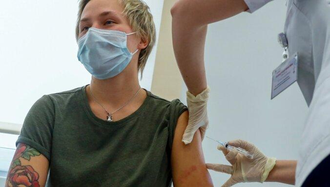 Krievijas iedzīvotājus aicina nedzert veselas 42 dienas pēc 'Sputņik' vakcīnas