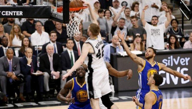 ВИДЕО: Блестящий данк латвийца Бертанса — лучший момент дня в плей-офф НБА