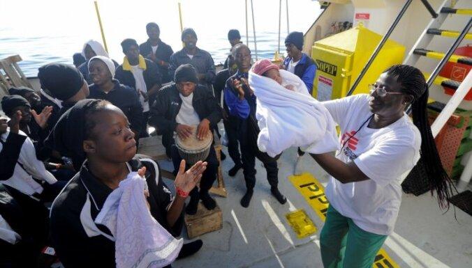 Италия и Мальта отказались принимать судно с 629 мигрантами, а Испания согласилась