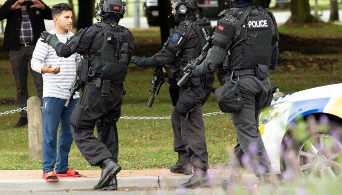 Jaunzēlandē apšaudēs divās mošejās nogalināti 49 cilvēki