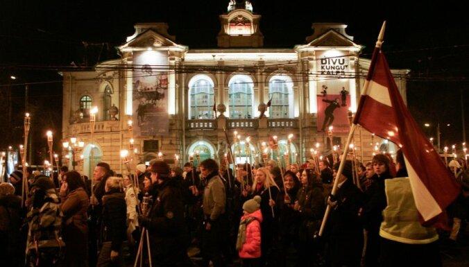 Aicina 18. novembra lāpu gājienā prasīt atteikšanos no imigrantu kvotām