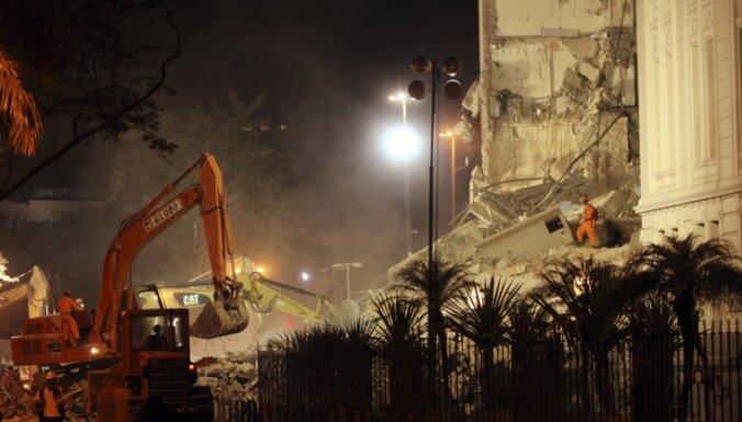 Riodežaneiro sagrūstot trim daudzstāvu ēkām, ievainoti pieci cilvēki, vairāki aprakti gruvešos