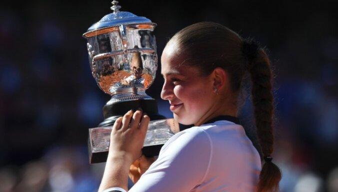 Ostapenko šokē tenisa pasauli un triumfē 'French Open'