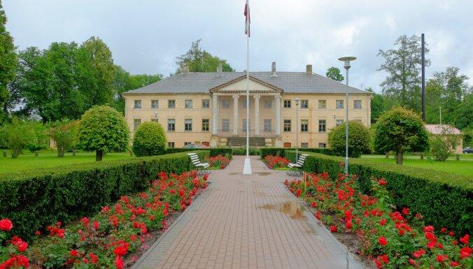 10 muižas Latvijā, ko vērts apskatīt