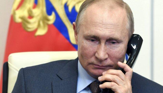 Путин поздравил Байдена с победой на выборах. Он не спешил это делать