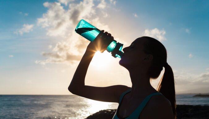 Как понять, что вашему организму не хватает жидкости и научиться пить воду