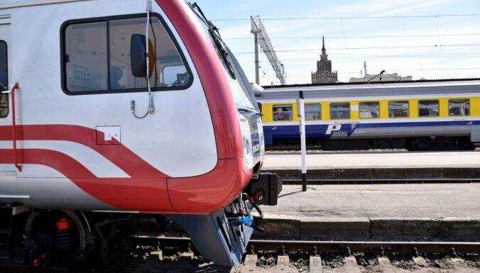 SPKC предупреждает: пассажир с Covid-19 ездил на поезде Рига-Лиелварде