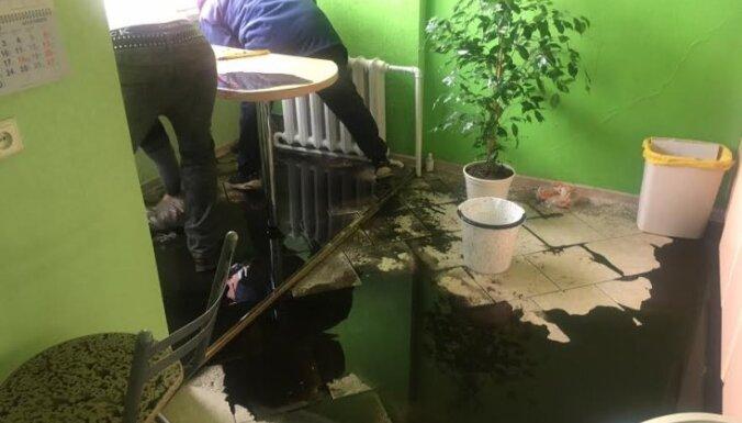 Как рабочие Rīgas siltums залили только что отремонтированную квартиру (+ комментарий RS и RNP)