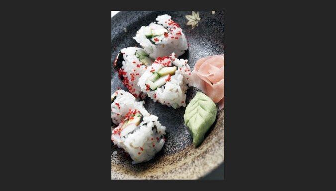 Suši, marinēts ingvers, vasabi (zaļo mārrutku pasta). Foto: Vince Chan