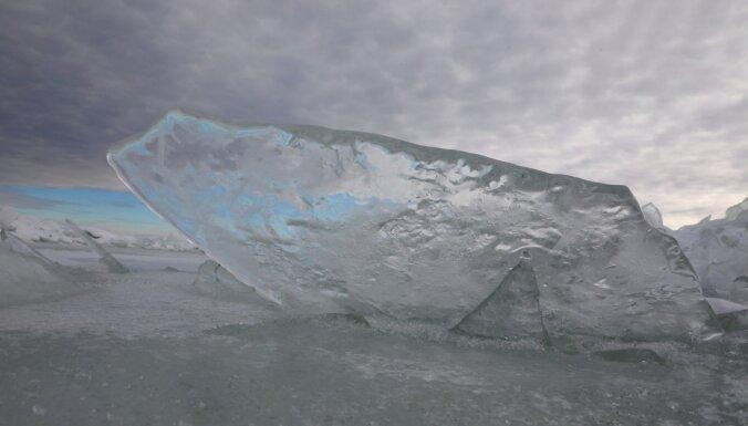 Вода в Лиелупе за сутки поднялась на 61 см, образовались ледяные заторы