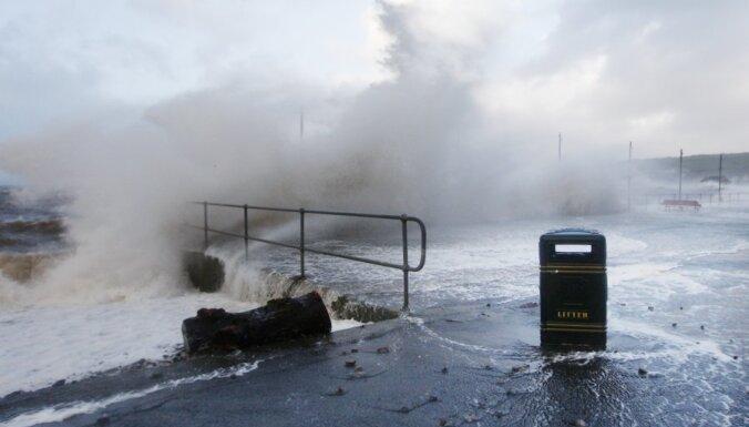 Циклон в Европе: Латвия ждет бурю на выходных