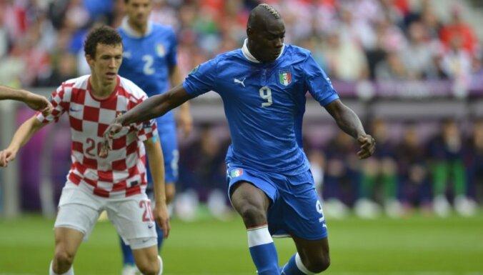 УЕФА расследует метание бананов в итальянского игрока