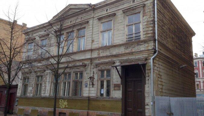 Būdiņa pret pili – renovēts pašvaldības bērnudārzs 'Ābelīte'; vieta kā izsūtījums Rīgas centrā dzīvojošajiem?