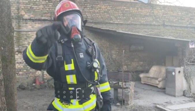'Lauku sētas' brašulis Normunds meties ugunsdzēsēju izaicinājumā