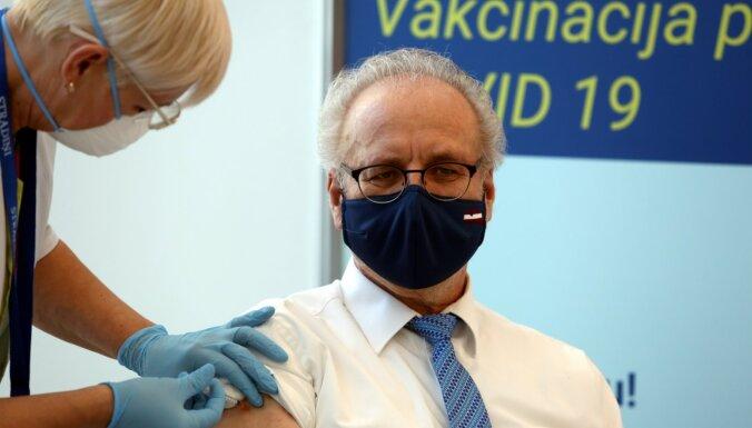 Foto: Valsts augstākās amatpersonas saņem vakcīnu pret Covid-19