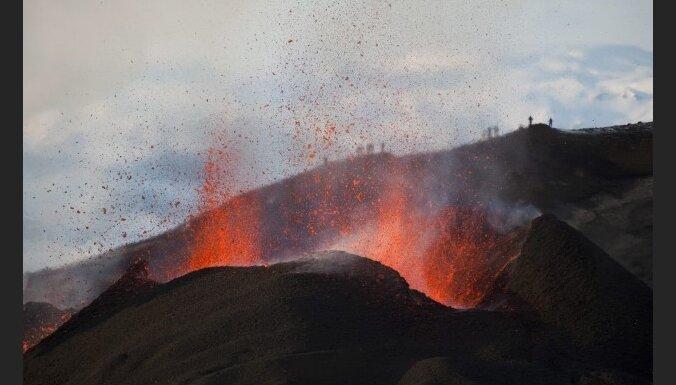 Исландский вулкан нарушил авиасообщение в Европе