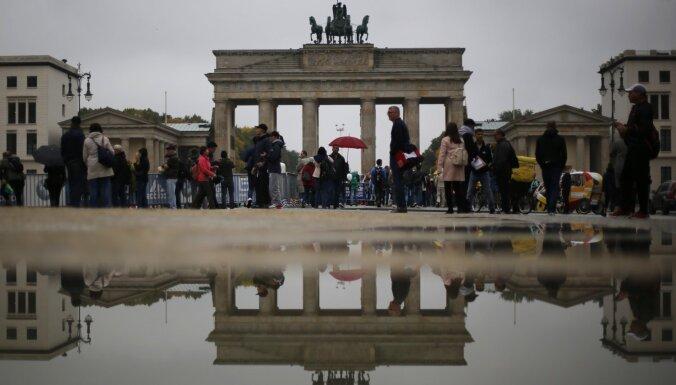 Tradicionālās partijas glābj pensionāri, norāda Vācijas prese un eksperti