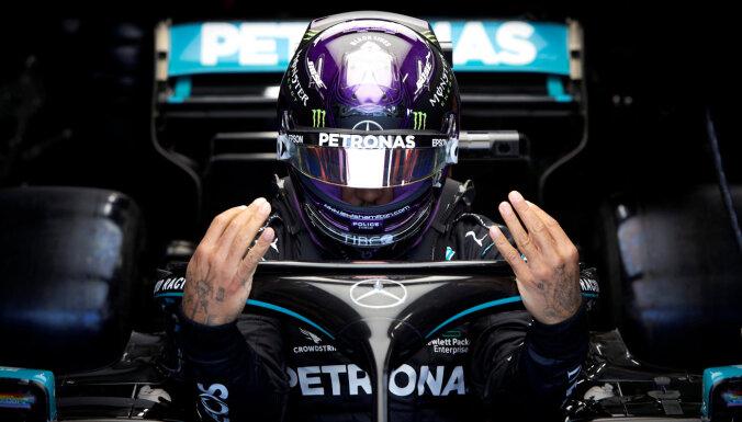 Hamiltons nedēļas nogalē piedalīsies sezonas pēdējās F-1 sacīkstēs