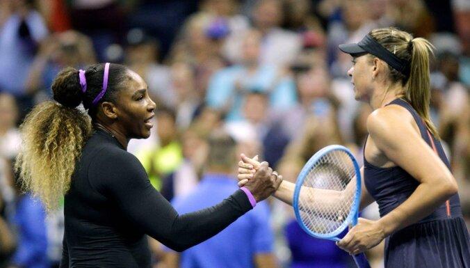 Viljamsa turpina dominēt pret Šarapovu; Federers piedzīvo vieglu izbīli