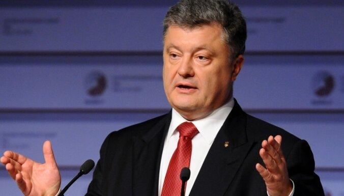 Porošenko paraksta likumu par Donbasa deokupāciju