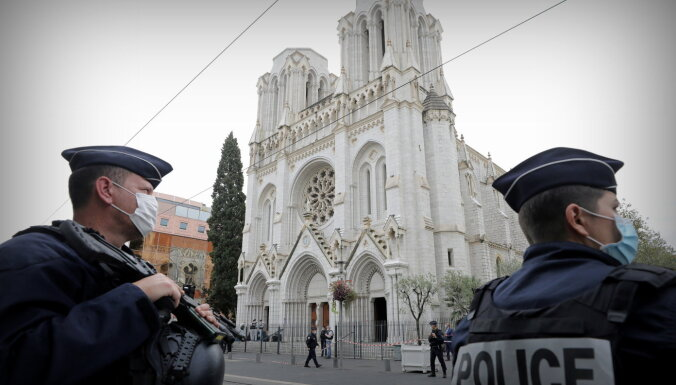 Aiztur Nicas slepkavas līdzzinātāju; Francija šajā 'karā' gatavojas jauniem uzbrukumiem