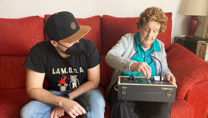 Вместо смартфона: испанец собрал бабушке Telegram-аппарат