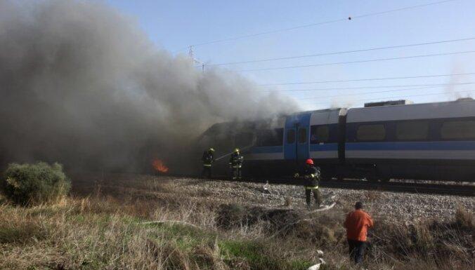 Izraēlā vilciena ugunsgrēkā ievainoti 80 cilvēki