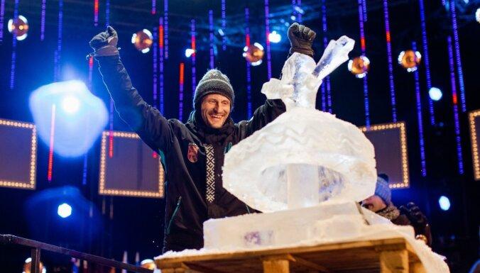 Supervaroņi un izcili šovi: ko sagaidīt no ledus skulptūru festivāla Jelgavā