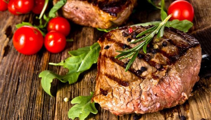 Vienkāršas marinādes cepeškrāsnī ceptai gaļai: 6 receptes mutē kūstošam rezultātam