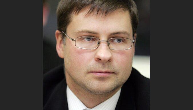 Zatlers premjera amatam virza Dombrovski