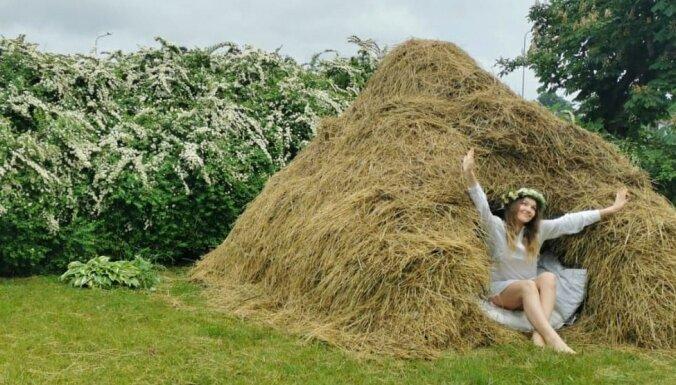 ФОТО. Ночь в стоге сена – необычная ночевка в Тукумсе
