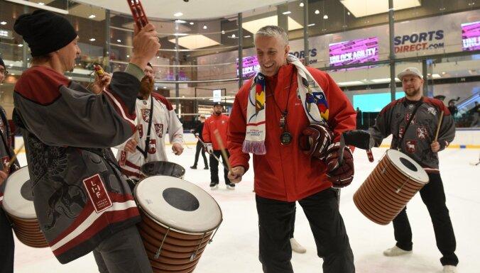 ФОТО: Фаны в Akropole пообщались с хоккеистами и проводили сборную на чемпионат мира