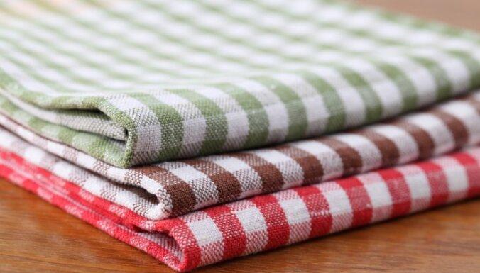 Kā ikdienā mazgāt sasmakušos virtuves dvieļus