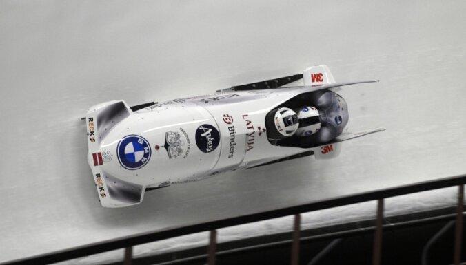Latvijas bobslejisti trešo reizi Siguldā paliek bez medaļām