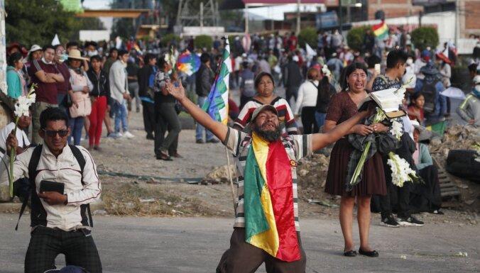 Sadursmēs Bolīvijā gājuši bojā pieci Moralesa atbalstītāji