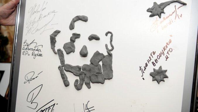 Kādā no Latvijas pilsētām plāno uzstādīt skulpturālo bareljefu 'Vladimirs Visockis un laikabiedri'