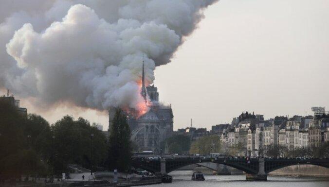 Parīzes Dievmātes katedrālē izcēlies ugunsgrēks