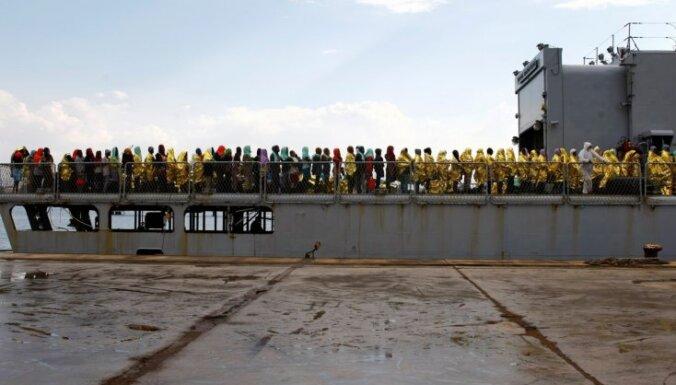 Itālijas krasta apsardze pie Lībijas krastiem izglābusi 1100 migrantus
