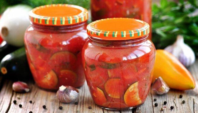 Kabači tomātos ziemas krājumiem