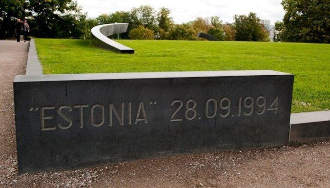 """Эстония: госсекретарь встретился с выжившими после гибели парома """"Эстония"""""""