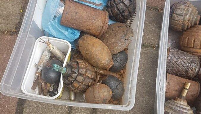 """ФОТО. """"Черный археолог"""" пытался переслать за границу по почте боеприпасы и взрывные устройства"""