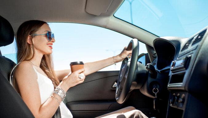 33% autovadītāju pie stūres runā pa telefonu, 27% – dzer kafiju
