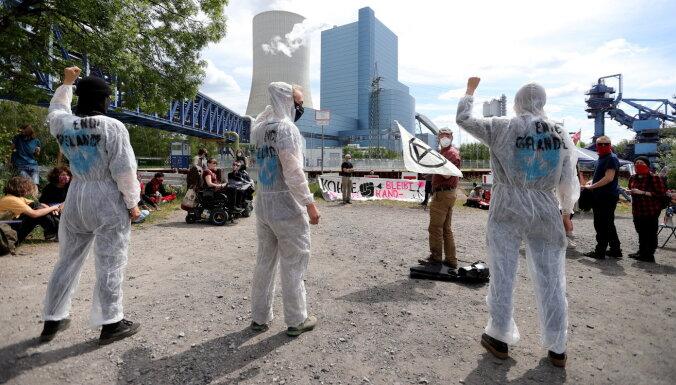 Берлин предостерегает от теорий заговора о коронавирусе